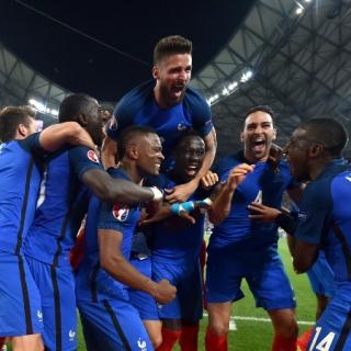 Сборная Германии впервые уступила хозяевам чемпионата Европы