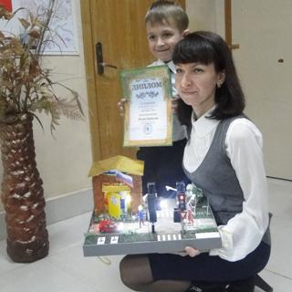 В центре детского творчества Уссурийска состоялось награждение победителей ежегодного конкурса по правилам дорожного движения «Светофор-2016»