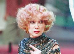 12 ноября родилась Людмила Гурченко - актриса театра и кино, народная артистка СССР