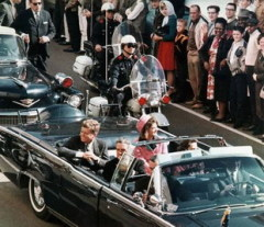 22 ноября В Далласе был убит Джон Кеннеди — 35-й президент США