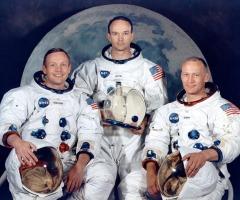 20 июля  «Аполлон-11» совершил первую в истории посадку на Луну.
