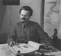 7 ноября Лев Троцкий - деятель коммунистического движения, идеолог троцкизма