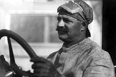 25 декабря родился Луи Шевроле - автогонщик, автоконструктор, одни из основателей фирмы Шевроле