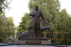 26 августа    Вышел Указ президента России «Об увековечении памяти экипажа атомного подводного крейсера «Курск»