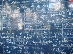 15 октября В Париже на знаменитом Монмартре появилась так называемая Стена любви