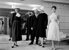 16 декабря Кристиан Диор открыл в Париже модный дом со штатом из 85 сотрудников