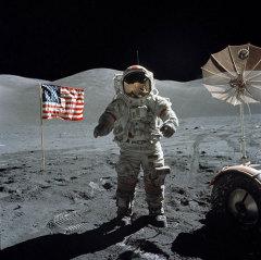 19 декабря Из Лунной экспедиции на Землю возвратился экипаж американского космического корабля «Аполлон-17»