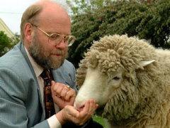 27 февраля Было объявлено об успешном клонировании овечки Долли