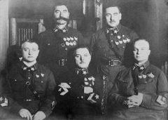 22 сентября Вооруженных силах СССР введены персональные воинские звания для кадрового состава армии и флота