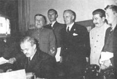 23 августа Подписан пакт Молотова-Риббентропа