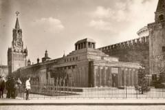 27 января В Москве был открыт Мавзолей Ленина