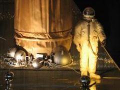 18 марта Первый в истории выход человека в открытый космос