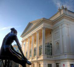 7 декабря В Лондоне открыт Королевский театр — «Ковент-Гарден»
