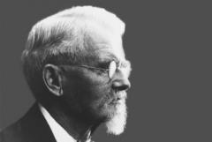 9 февраля родился Вильгельм Майбах - немецкий автоконструктор и предприниматель