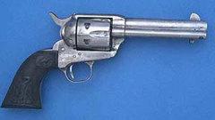 25 февраля Сэмюэл Кольт получил в США первый патент на автоматический револьвер