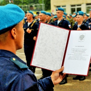 Присягу в уссурийской бригаде ВДВ приняли 218 дальневосточников