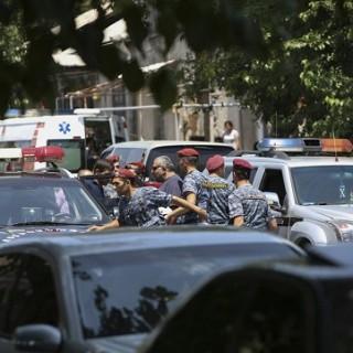 В Ереване началось шествие оппозиции