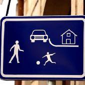 Почему дети не могут объективно оценить опасность на дороге