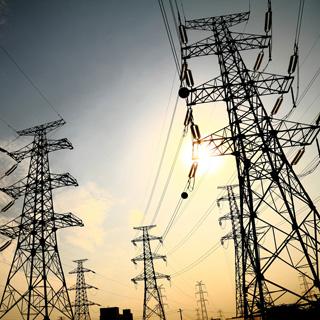Украина решила пока не подавать электричество в Крым