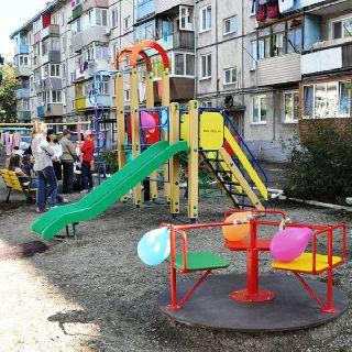 В Уссурийске на одну детскую площадку стало больше!