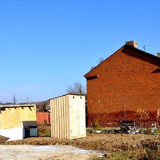 В рамках муниципальной программы для жителей с низкой степенью благоустройства установили 13 надворных построек