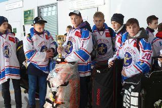 Волонтеры устроили торжественный прием для хоккеистов-чемпионов