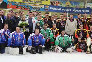 Губернатор Приморья наградил в Уссурийске победителей хоккейного турнира памяти Романа Клиза