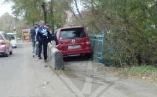 В Уссурийске девушка-водитель попала в курьезное ДТП (фото)