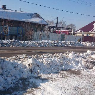МУП «БОСС» завалил прессованным снегом ворота жителей Волочаевской и других улиц