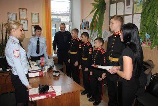 Суворовцы вручили благодарность  инспектору ОПДН транспортной полиции Татьяне Туркиной