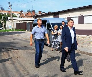 Глава администрации Евгений Корж провел выездное совещание по благоустройству