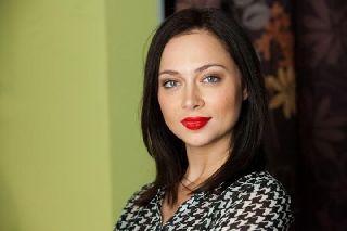 Настасья Самбурская обматерила маму своего несовершеннолетнего любовника в суде