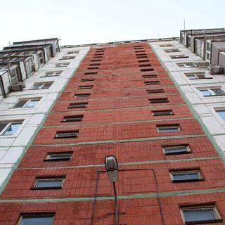 Мужчина погиб в Уссурийске, упав с крыши 10-этажного дома (3 фотографии)