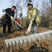 Жители Уссурийска выходят на субботник