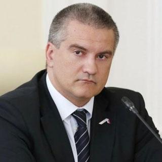 Аксёнов во время заседания отправил чиновника за палёной водкой