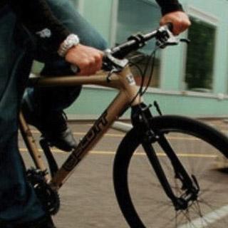 Российских велосипедистов могут обязать носить униформу