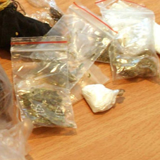 Наркотики изымают регулярно
