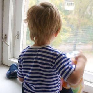 3-летний ребенок выпал из окна четвертого этажа