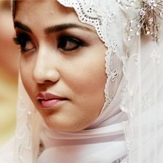 Жених из Алжира подал в суд на невесту, увидев ее без макияжа