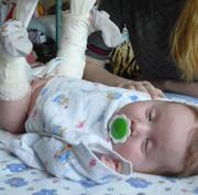 В Уссурийске на плановом осмотре хирург сломала ножки двухмесячному младенцу