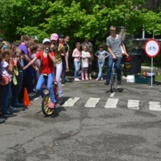 Уссурийским школьникам напомнили о правилах дорожного движения