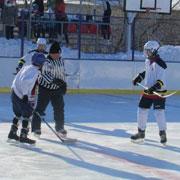 В Уссурийском округе прошли хоккейные матчи в память Заслуженного учителя РФ (2 фотографии)