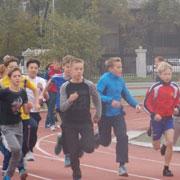 Школьники Уссурийска встретили золотую осень легкоатлетическим кроссом (4 фотографи)