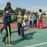 1 июня на городском стадионе Уссурийского городского округа прошли тренировки военно-спортивного клуба «Александр Невский» (3 фотографии)