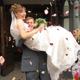 Молодоженам не нужно будет менять все документы после свадьбы