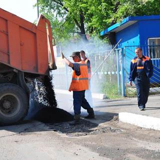 Ямочный ремонт автомобильных дорог продолжается в Уссурийске