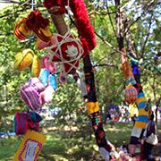 В парке ДОРА открылась вязанная аллея (10 фотографий)