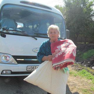Сегодня автобус с гуманитарной помощью направился в село Пуциловка