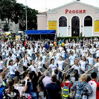В День города жители Уссурийска делились самым необходимым с пострадавшими от наводнения