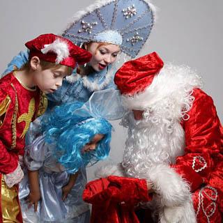 Деды Морозы и Снегурочки Уссурийска скоро приступят к своей работе